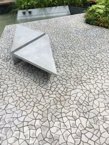 Cracked earth paving